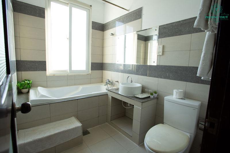 Khách sạn có bồn tắm giúp khách hàng thư giãn